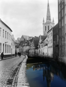 The Halvestraat in the early 20th century and today.